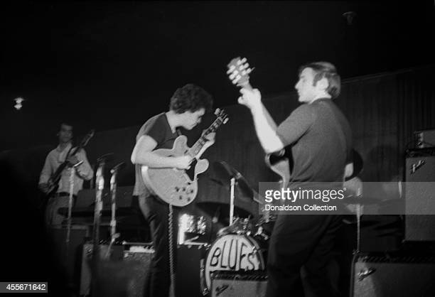 Blues guitarist Michael Bloomfield of The Butterfield Blues Band jams with members of Blues Project at the Cafe au Go Go in 1966 in New York City New...