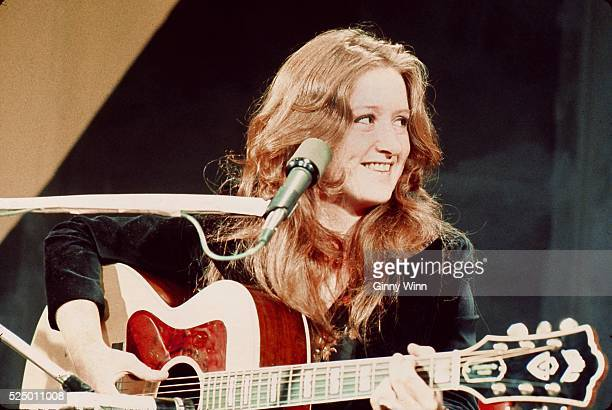 Blues singer songwriter and slide guitar player Bonnie Raitt at a television studio February 25 1975 in San Francisco California