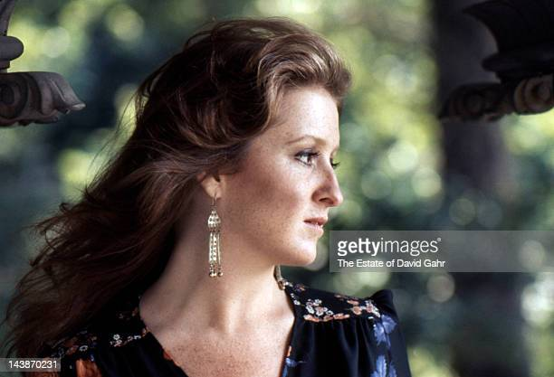 Blues singer/songwriter and guitarist Bonnie Raitt poses for a portrait in July 1974 in New York City New York