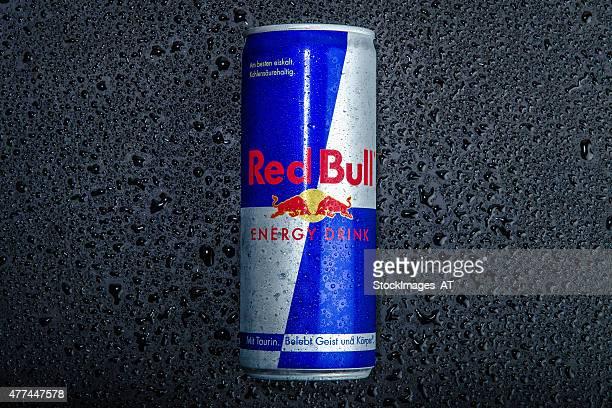 blue-silver red bull können - energydrink stock-fotos und bilder