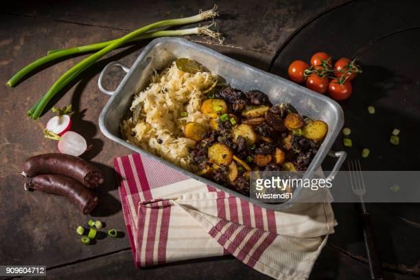 blunzngroestl, fried blood sausage with fried potatoes and sauerkraut - zuurkool stockfoto's en -beelden