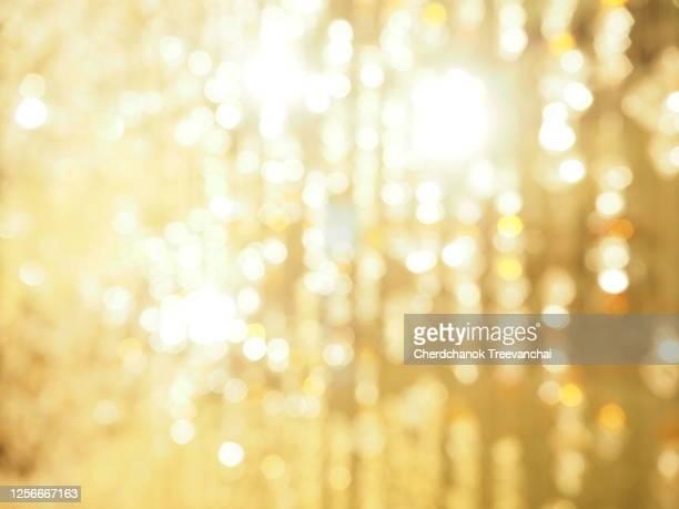 blurred bokeh light - rougeoyer photos et images de collection