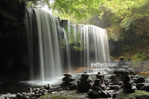 blurred motion of nabegataki falls - kumamoto prefecture stock pictures, royalty-free photos & images