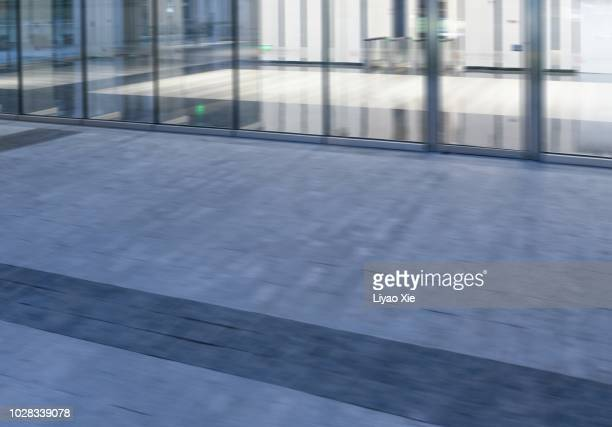 blurred motion of open area - liyao xie fotografías e imágenes de stock