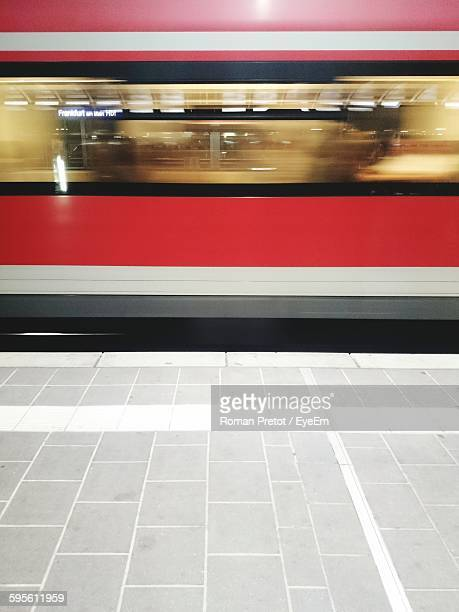blurred motion of train at railroad platform - roman pretot stock-fotos und bilder