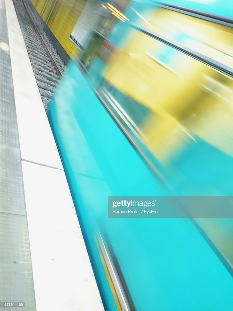 Blurred Motion Of Train At Railway Station : Stock-Foto