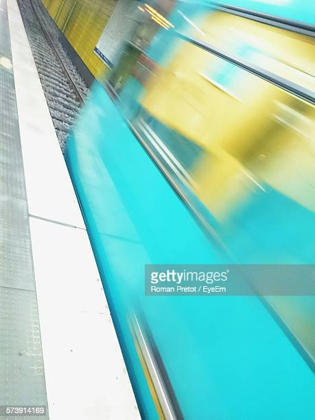 blurred motion of train at railway station - roman pretot stock-fotos und bilder