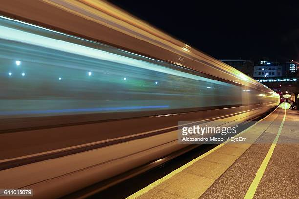 blurred motion of train at station - alessandro miccoli stock pictures, royalty-free photos & images