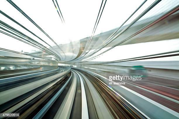 Movimento Desfocado no metro em Tóquio.