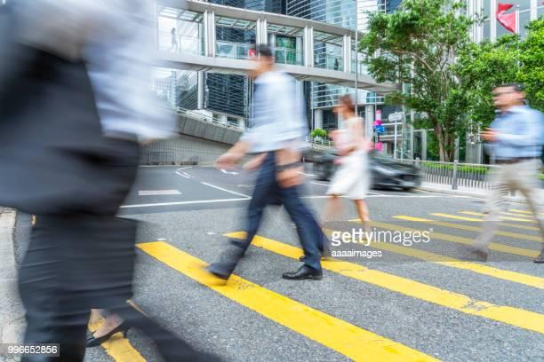 blurred motion people rush in hong kong - paso de cebra fotografías e imágenes de stock