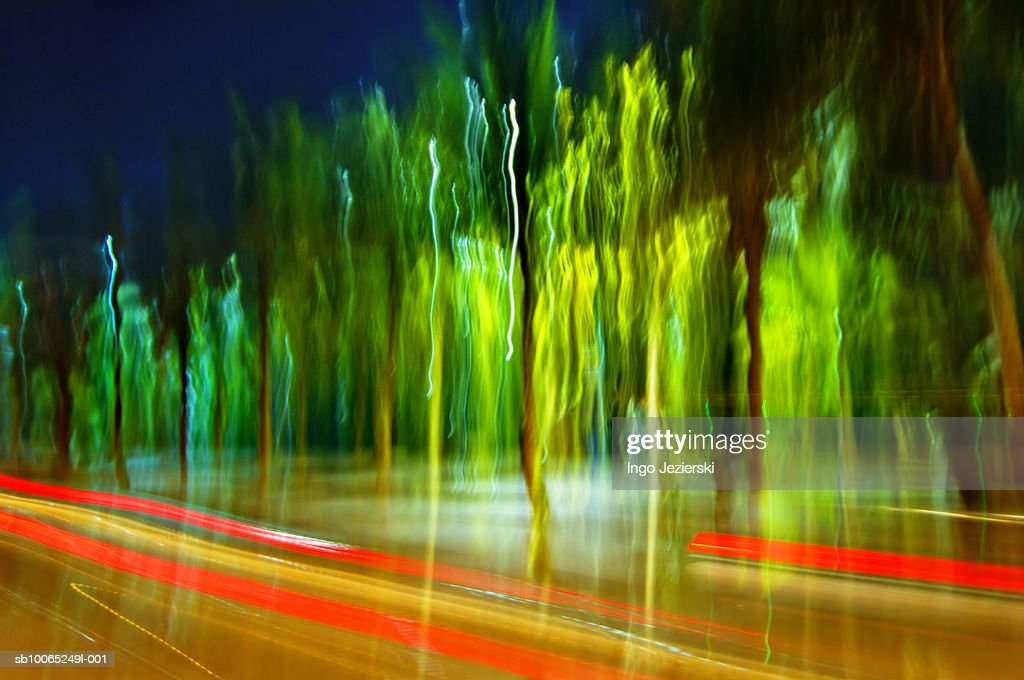 Blurred traffic at night : Foto stock