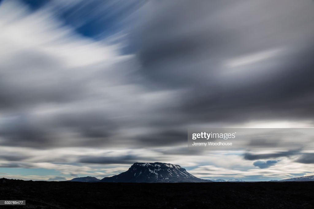 Blurred view of clouds over Mt Herdubried, Iceland : Foto stock