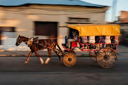 Blurred view of horse drawn taxi on Santiago de Cuba street, Santiago, Cuba - gettyimageskorea
