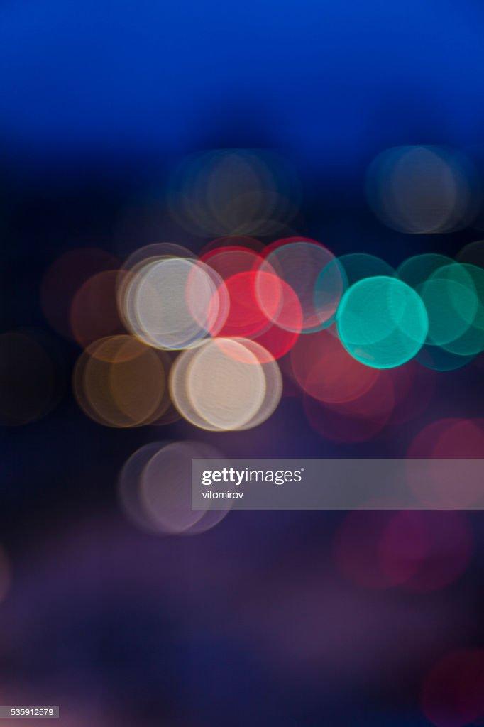 Luzes desfocadas, fundo de bokeh de luzes de rua e de tráfego : Foto de stock