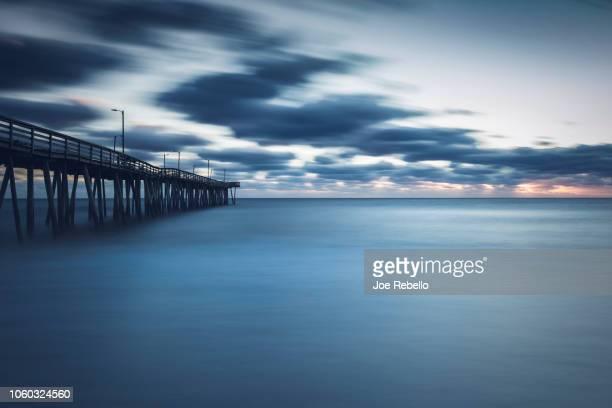 blustery sunrise - virginia beach foto e immagini stock