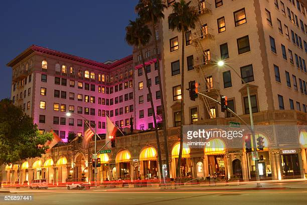 the blvd beverly wilshire hotel in beverly hills at night - beverly hills stock pictures, royalty-free photos & images