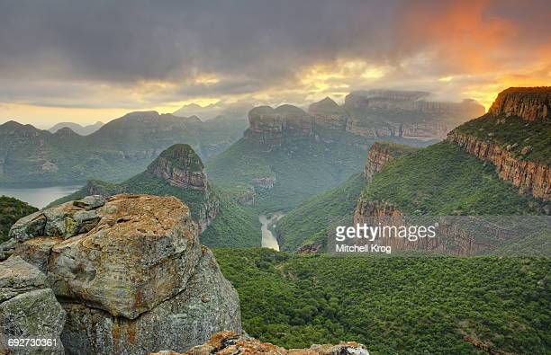 blyde river canyon at sunrise, mpumulanga province, south africa - mpumalanga province stock pictures, royalty-free photos & images
