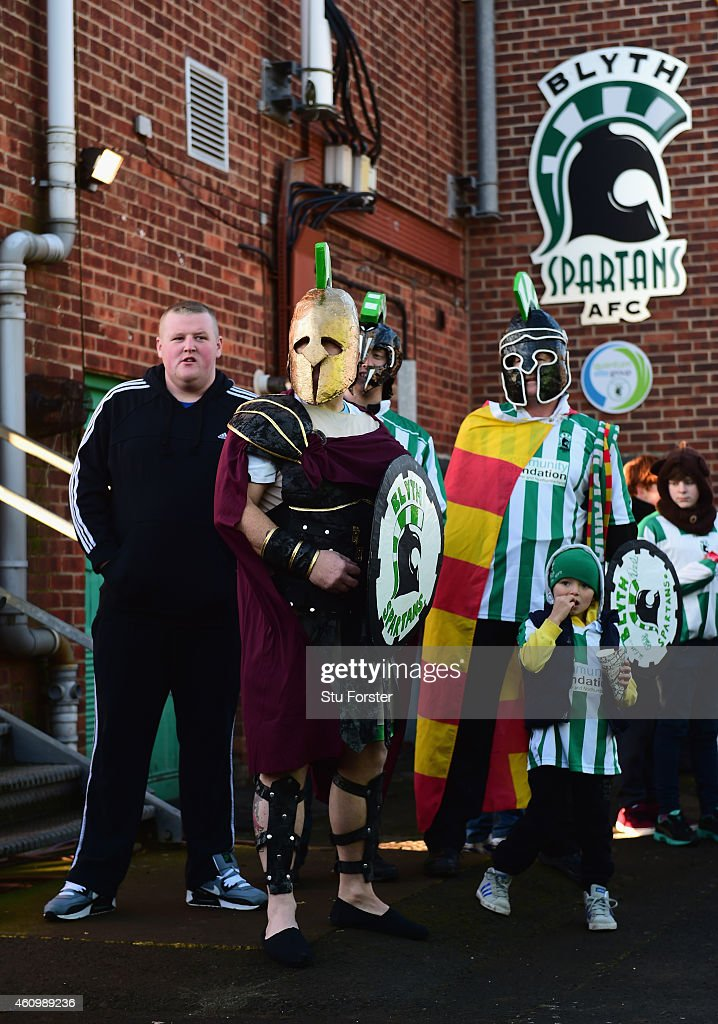 Blyth fans wait to welcome the Birmingham city players and staff before the FA Cup Third Round match between Blyth Spartans and Birmingham City at Croft Park on January 3, 2015 in Blyth, England.