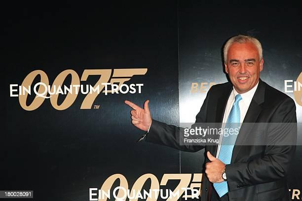 Bmw Berlin Chef Hans Reiner Schröder Bei Der 007 Ein Quantum Trost Premiere Im Cinestar Am Potsdamer Platz In Berlin Am 031108