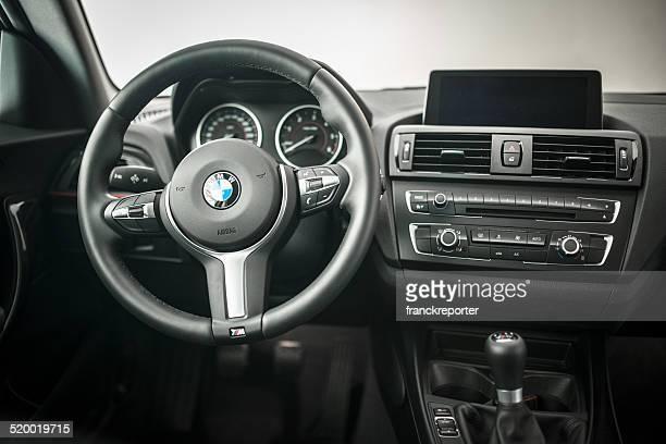 bmw lenkrad der neuen 2 series coupe - airbag stock-fotos und bilder