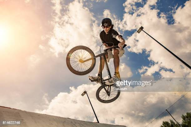bmx cyclist jumping real jump - bmx cycling stock pictures, royalty-free photos & images