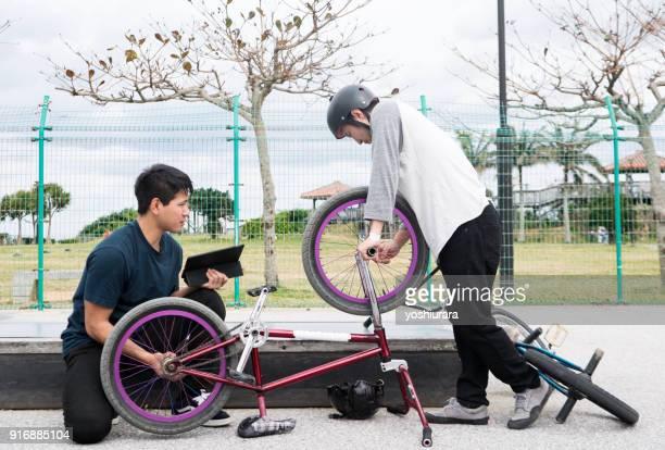 bmx ライダー自転車を修正します。