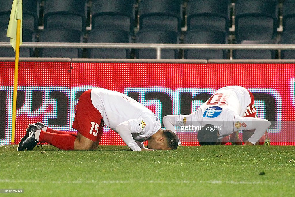 OUT== Bnei Sakhnin players Khaled Khalaila (L) and Mohammed Kalibat (R) pray on the field after scoring againts Beitar Jerusalem at the Teddy Kollek Stadium in Jerusalem on February 10, 2013 during the teams State match qualification football game. The Beitar Jerusalem soccer club hosted the Israeli Arab team Bnei Sakhnin in a highly charged atmosphere, only three days after indictments were filed against four Beitar fans over charges relating to racism.