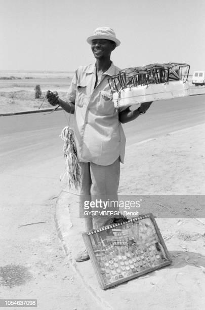 Bénin 24 novembre 1995 Inauguration du centre de conférence de Cotonou Un  homme à un angle d23f41e6a0cd