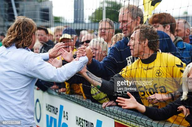 Bo Henriksen head coach of AC Horsens celebrates with the fans after the Danish Alka Superliga Playoff match between Vendsyssel FF and AC Horsens at...