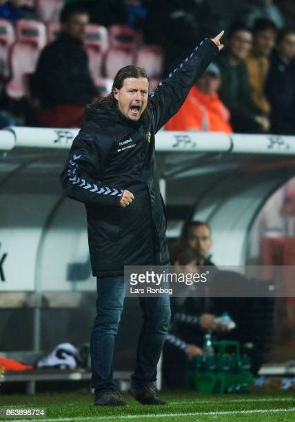 Bo Henriksen manager of AC Horsens gestures during the Danish Alka Superliga match between FC Midtjylland and AC Horsens at MCH Arena on October 20...