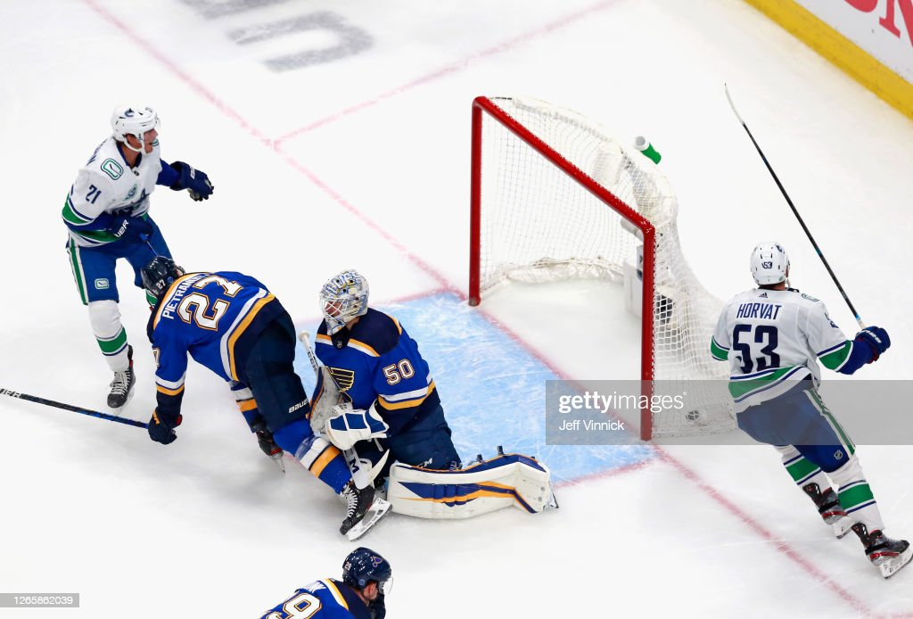 Vancouver Canucks v St Louis Blues - Game One : News Photo
