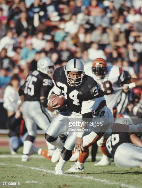 Bo Jackson Running Back for the Los Angeles Raiders during their American Football Conference West game against the Cincinnati Bengals on 16 December...