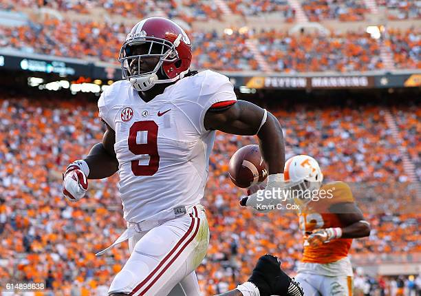 Bo Scarbrough of the Alabama Crimson Tide rushes for a touchdown against the Tennessee Volunteers at Neyland Stadium on October 15, 2016 in...