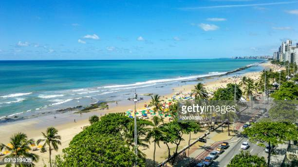 boa viagem strand in recife, pernambuco, brasilien - recife stock-fotos und bilder