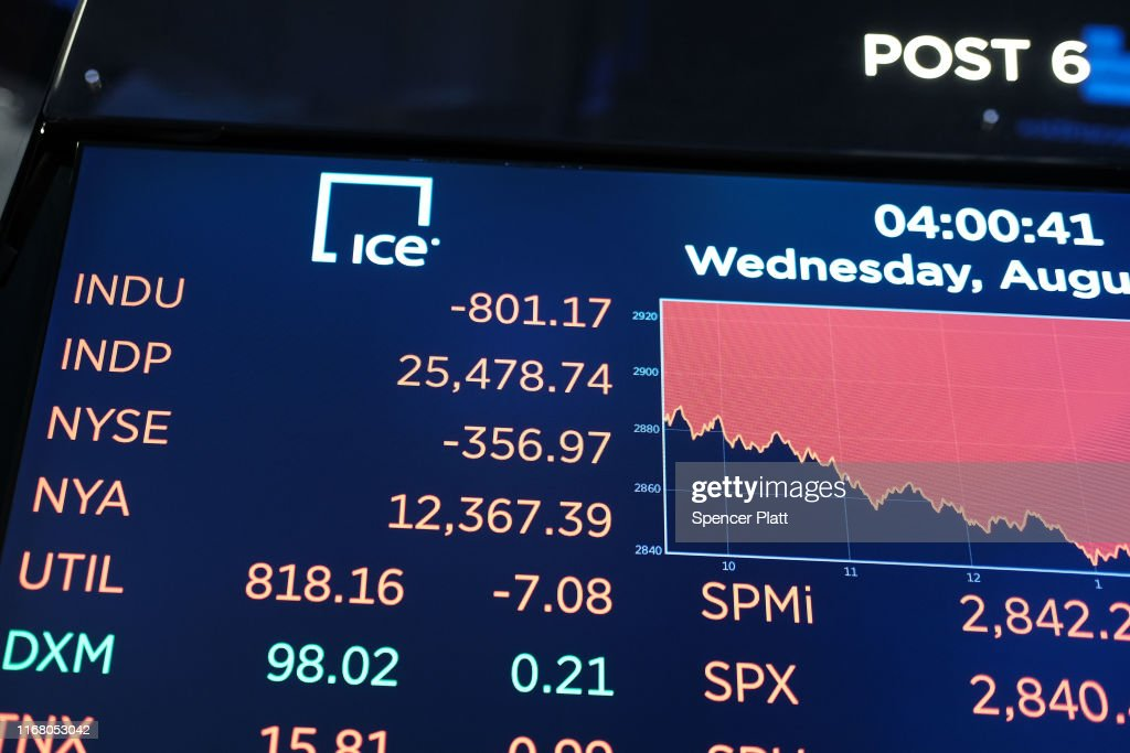 Dow Plunges Over 800 Points Over Bond Market Recession Marker : News Photo