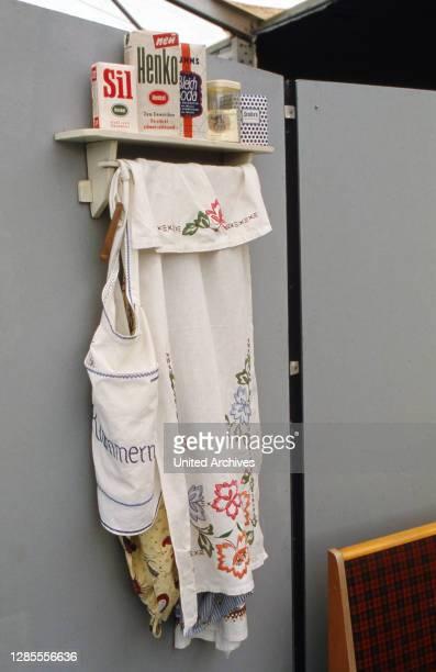 Board mit Waschmitteln der 1950er Jahre in der begleitenden Ausstellung zum Elvis-Presley-Festival in Hamburg, Deutschland 1990.