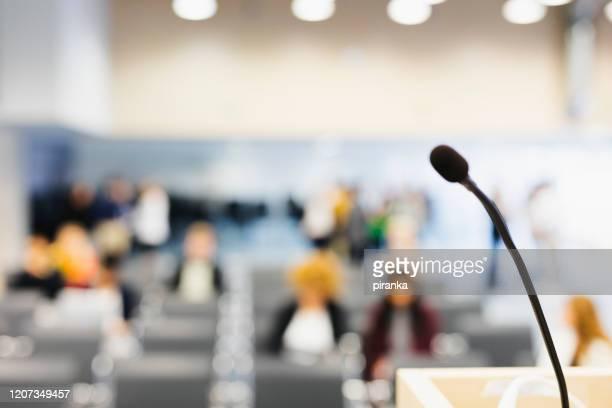 sfondo della sala riunioni - conferenza stampa foto e immagini stock