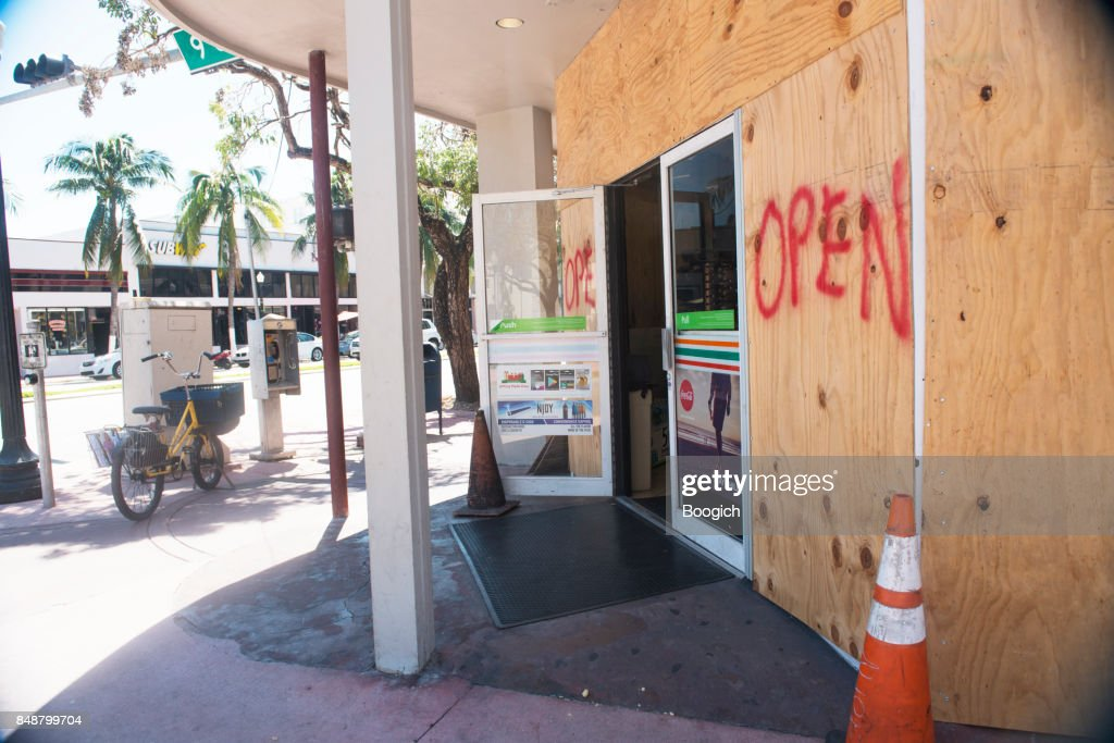 Boarded Up 7-11 Open for Business After Hurricane Irma Miami : Stock Photo