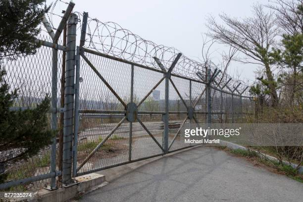 dmz boarder fence - panmunjom stock pictures, royalty-free photos & images