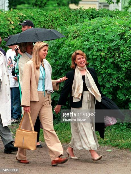 Boarding for a boat trip on the Trosa canal Maxima Zorreguieta engaged to Prince Willem Alexander of Holland with Maria Teresa of Luxembourg