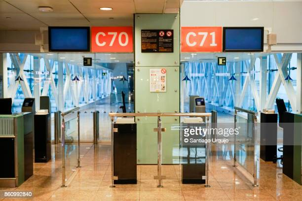 boarding gates at el prats airport - gate stock pictures, royalty-free photos & images