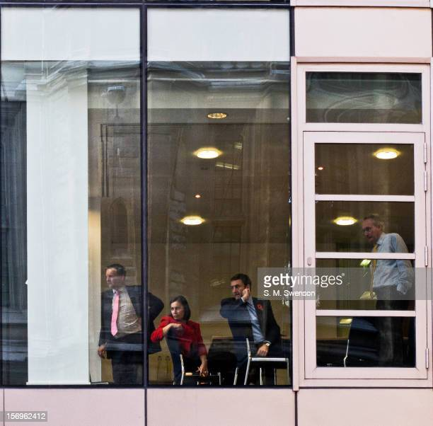 Boardroom executives overlooking students protesting against the trebling of tuition fees, cutbacks to education and overall austerity. Located in...