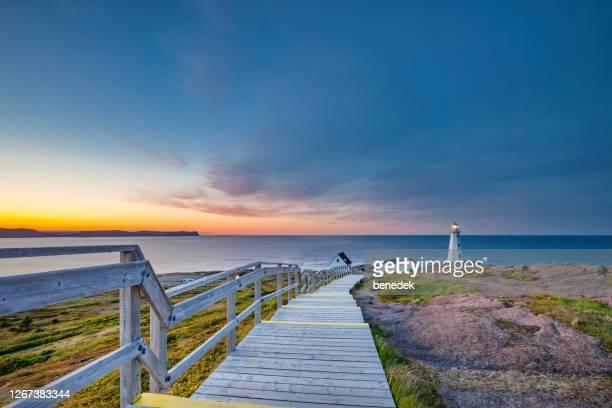 boardwalk cape spear lighthouse terranova canadá - paisajes de st johns fotografías e imágenes de stock