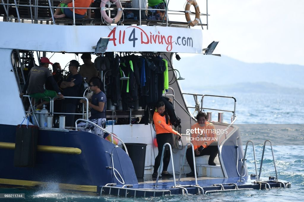 A boat carrying divers prepare to search an area near Phuket on July 7, 2018, as rescue operations continue for missing tourists following a boat accident on July 5. - Thai rescuers pulled 37 bodies from waters off the coast of the holiday island of Phuket on July 6 after a tourist boat went down in heavy seas with dozens of Chinese passengers on board.