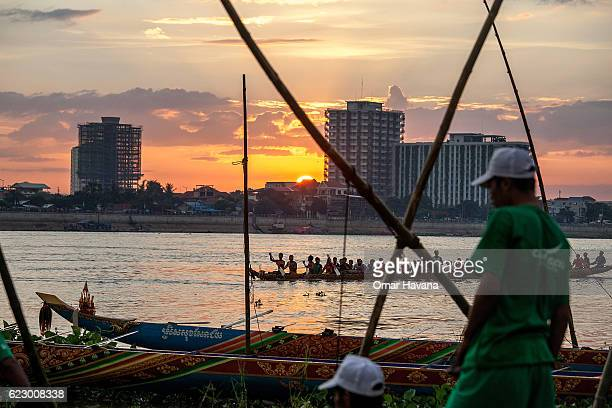 Boat crew members train at sunrise on the waters of the Tonle Sap River on the morning of the first day of the Water Festival on November 13 2016 in...