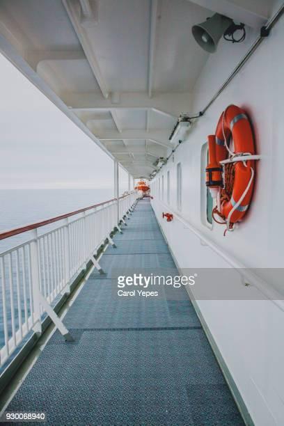 boat deck - reddingsvest stockfoto's en -beelden