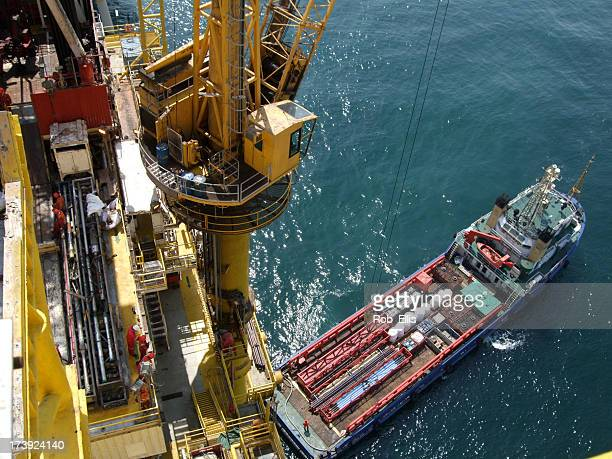 Boat handling on an oilrig