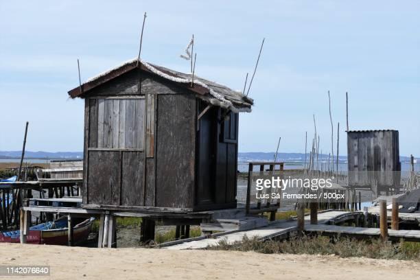 boat houses in comporta - comporta portugal fotografías e imágenes de stock