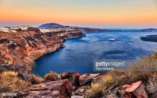 boat in bay, caldera, santorini, greece - caldera stock pictures, royalty-free photos & images