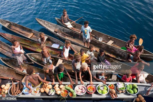 boat market with fruits and vegetables, solomon islands - ソロモン諸島 ストックフォトと画像